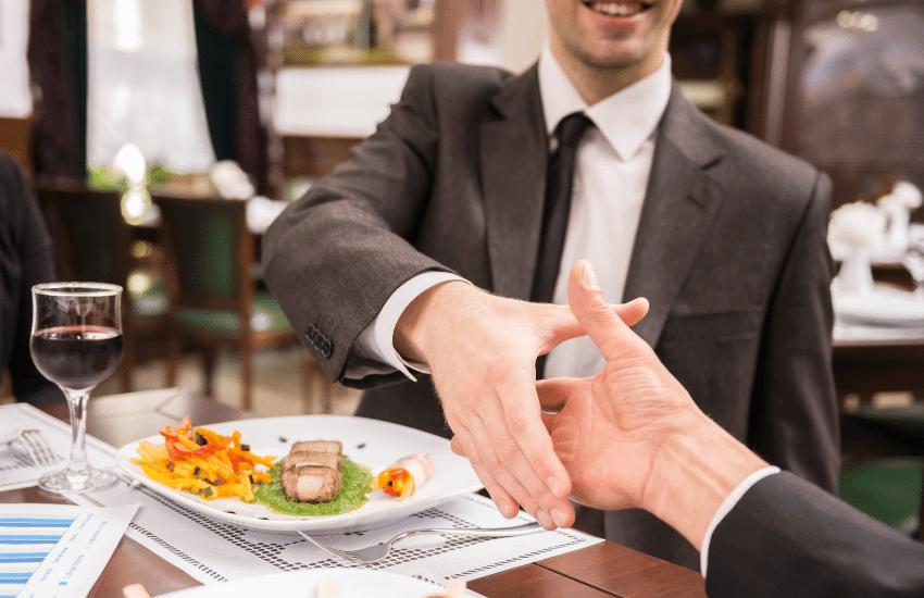 Los autónomos podrán deducirse las comidas de trabajo